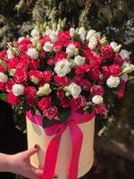 Коробка с кустовой розой и эустомой №3